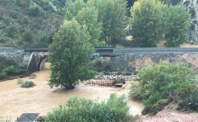 La crecida del río Guadiaro arrasa el nuevo puente de acceso a la Cueva del Gato