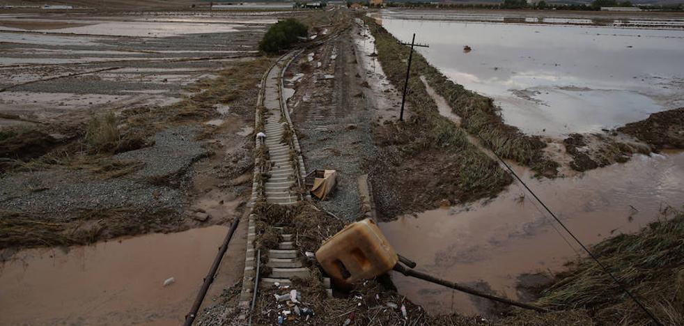 El temporal obliga a cortar cuatro líneas de tren y una docena de carreteras en Málaga