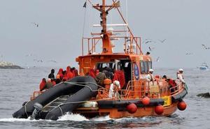 Trasladan al puerto de Málaga a 235 migrantes rescatados de cuatro pateras