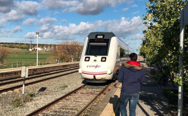 los viajeros del media distancia málaga-sevilla realizarán en tren