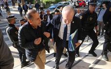 La tensión sube en Limasa y el alcalde amenaza con frenar la municipalización