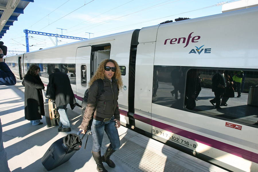 Renfe suprime 295 trenes de pasajeros la víspera del puente por la huelga
