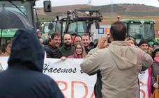 Vecinos afectados por el temporal cortan la carretera de Ronda en protesta por la falta de respuesta del Gobierno