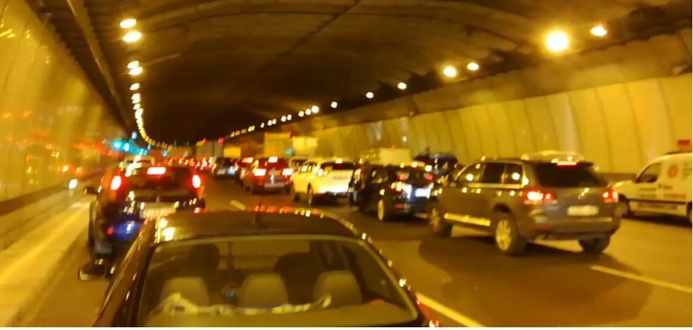 Un coche averiado obligar a cerrar al tráfico el túnel de Churriana en la A-7
