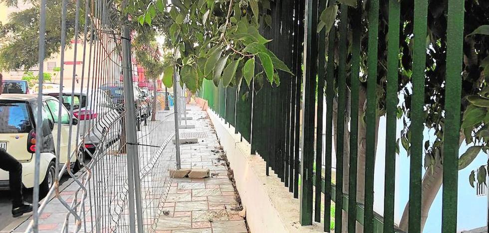 Fuengirola impulsa la ejecución subsidiaria para arreglar el muro del colegio Andalucía