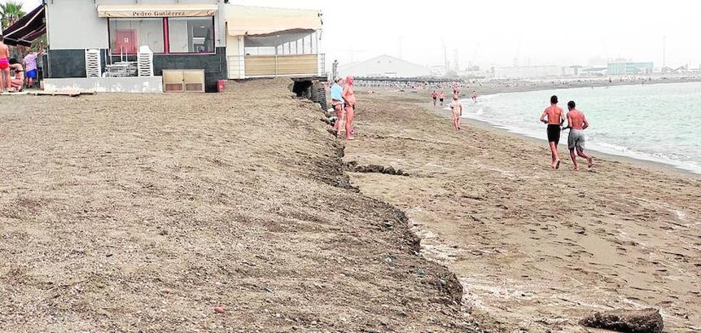 El Puerto de Málaga sondea el fondo marino de San Andrés en busca de la arena perdida