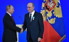 De la Torre recibe la Medalla Pushkin de Rusia por el vínculo cultural del Museo Ruso de Tabacalera