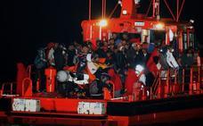 Medio millar de migrantes rescatados este domingo en el mar de Alborán