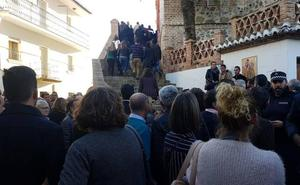 Multitudinaria despedida de su pueblo al alcalde de El Borge