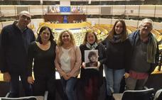 La familia de Caparrós reclama en Bruselas que se impulsen los trámites para esclarecer el caso