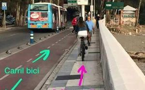 'This is Málaga': La foto de la ciclista que circula por la acera del Balneario tiene truco