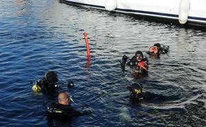 Marbella reúne a bomberos de todo el país para reivindicar las unidades de rescate subacuático