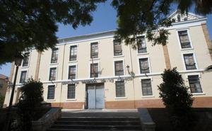 El cuartel de Capuchinos se sume en el abandono al quedar en desuso