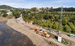 El Ayuntamiento de Estepona abre al tráfico el acceso a Forest Hills que fue arrastrado por la lluvia