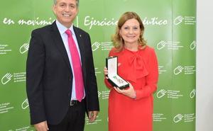 El Colegio de Fisioterapeutas de Andalucía entrega su Medalla de Honor a la Consejera de Salud