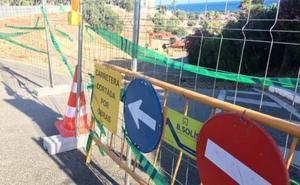 EL PSOE denuncia la paralización de las obras del mirador de la playa del Cristo