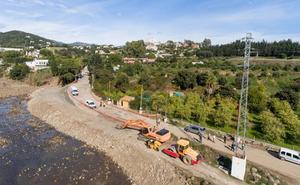 El Ayuntamiento abre al tráfico el acceso a Forest Hill que se llevó la crecida del río