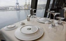 Así es el crucero de lujo 'Riviera' que hace escala en Málaga