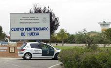 Investigan si un preso ha envenenado con metadona en el café a seis trabajadores de la prisión de Huelva