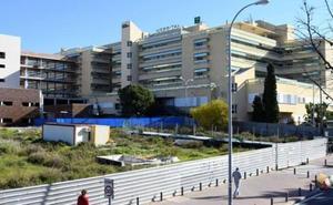 Cuatro heridos, entre ellos dos menores, al volcar una furgoneta en la A-7 en Marbella