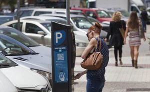 Aparcar gratis en la calle, cada vez más difícil en Málaga por la expansión de la zona azul