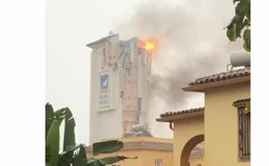 Un rayo causa daños en un hotel en Marbella y las lluvias obligan a cerrar los túneles de Banús
