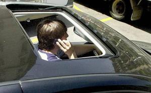 El uso del móvil ya supera al alcohol como la segunda causa de multas al volante en Málaga