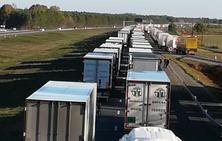 Las huelgas en Francia frenan el envío de tropicales y retiene a decenas de camioneros malagueños