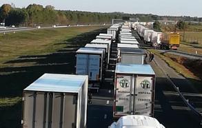 La huelga de los carburantes en Francia frena la exportación de frutas tropicales y retiene a decenas de camiones malagueños