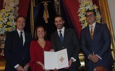 La Agrupación de Cofradías de Málaga entrega los nombramientos de pregonera y cartelista de la Semana Santa de 2019