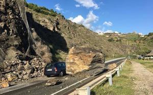 La antigua N-340 estará cortada un mes entre Torrox y Nerja para evitar caigan más rocas
