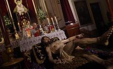 El Cristo del Descendimiento de Málaga se presenta tras su restauración