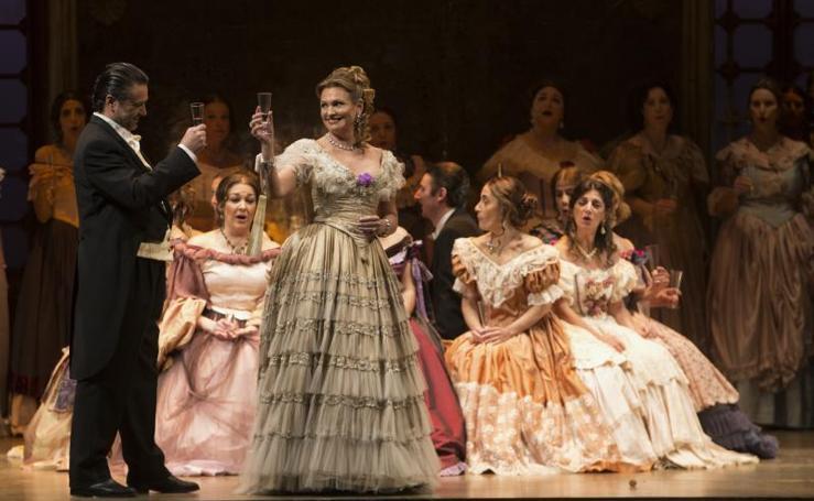 Las imágenes del estreno de 'La traviata'