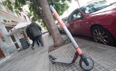 El Ayuntamiento ordena la retirada de los patinetes eléctricos de alquiler de Voi