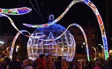 Fuengirola comienza la Navidad con un récord de puntos de luz en su alumbrado