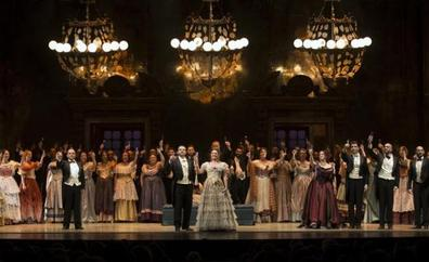 Un brindis por el inicio de la temporada lírica con 'La traviata'