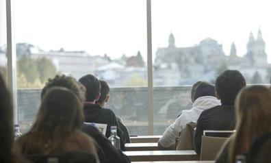 Unos 700 jóvenes optan en Málaga a una beca de la Fundación Amancio Ortega