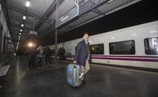 El tren a Madrid acaba con tres años de aislamiento ferroviario de Granada