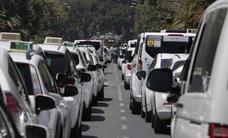 Los taxistas meten presión al Ayuntamiento de Málaga para que regule los VTC