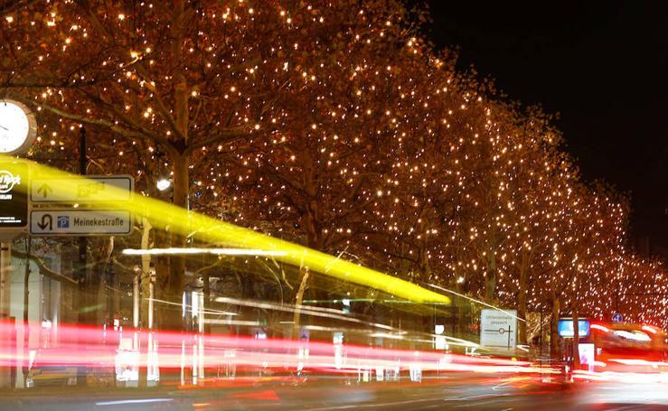 La Kurfuerstendamm de Berlín estrena su muestra navideña