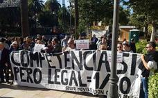 El Ayuntamiento de Málaga se compromete a estudiar medidas que limiten la actividad de Uber y Cabify