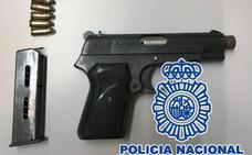 Amenaza y golpea con una pistola al dueño de un taller mecánico en San Pedro de Alcántara