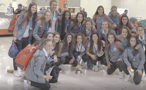 España aterriza en Madrid al grito de 'campeonas del mundo'