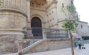Un primer informe de Cultura rechaza la rampa para que las cofradías entren en la Catedral