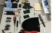 Dos detenidos por su presunta implicación en el robo de vehículos de gama alta en Estepona