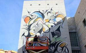 La Ruta de los Murales Artísticos de Estepona incorpora la primera obra abstracta