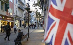 Gibraltar denuncia la incursión en sus aguas de un buque español con el himno español a toda voz