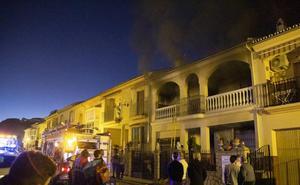 Rescatan a una mujer de 92 años durante el incendio de su casa en Archidona