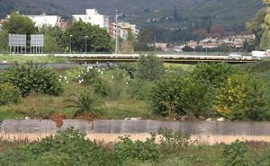 Málaga afronta el otoño más lluvioso con ríos y arroyos repletos de maleza y tierra