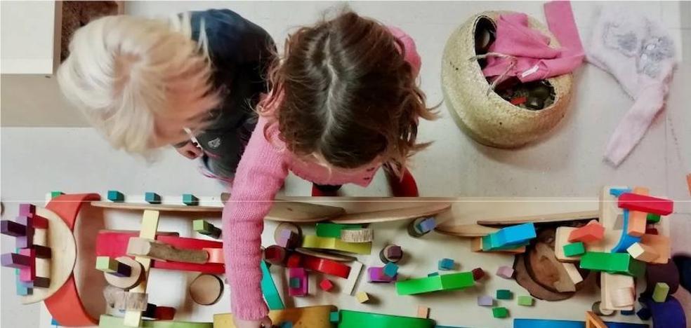 Así es el catálogo de juguetes «alternativo» editado por profesores de un colegio de Marbella